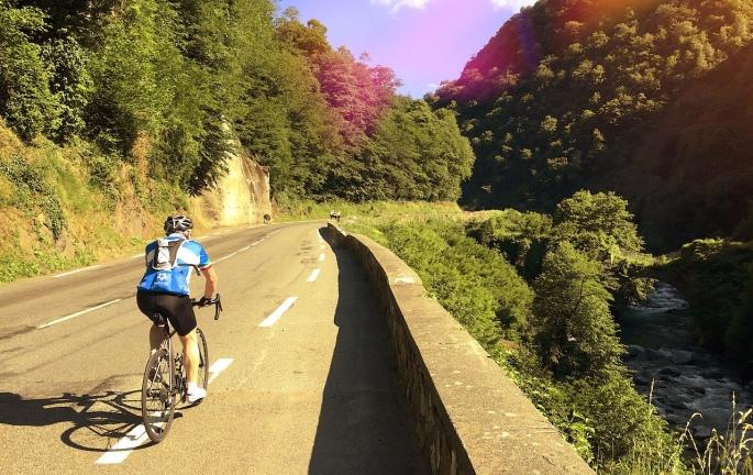 Rolling up the gorge to Luz-Saint-Sauveur