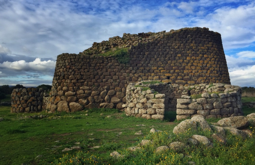 Bronze Age structures at Nuraghe Losa